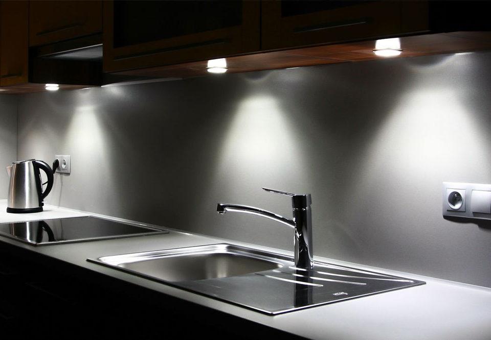 انواع نورپردازی کابینت آشپزخانه