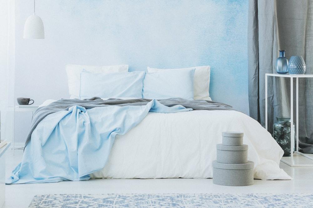آبی کمرنگ برای رنگ اتاق خواب بزرگسال