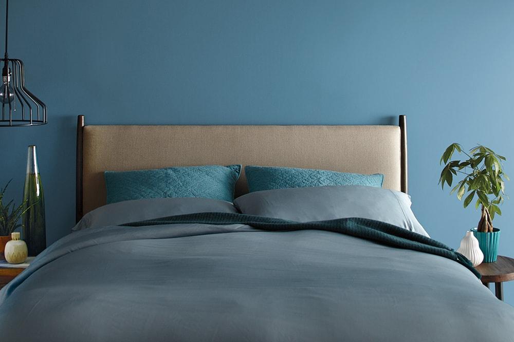 آبی پر رنگ برای رنگ اتاق خواب بزرگسال