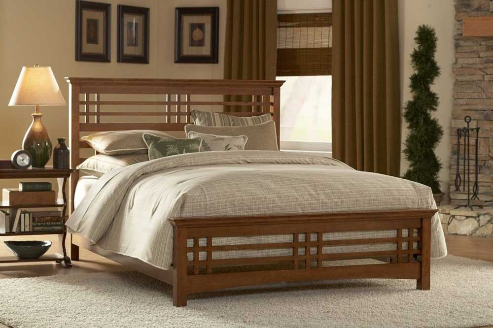 تخت چوبی قهوه ای
