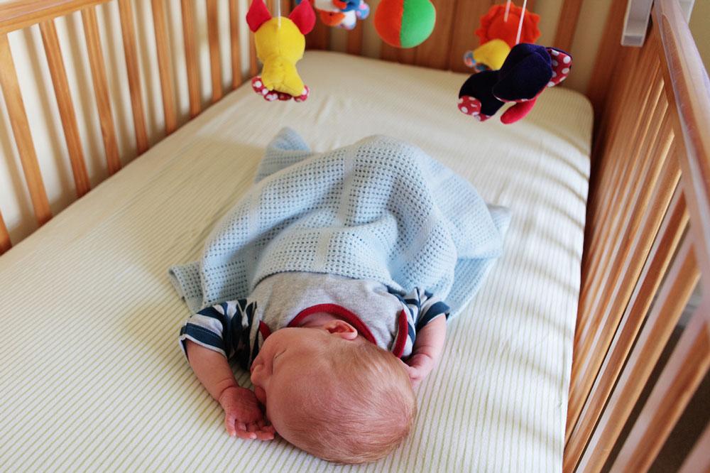 اندازه نرده ها در اطراف تخت نوزاد