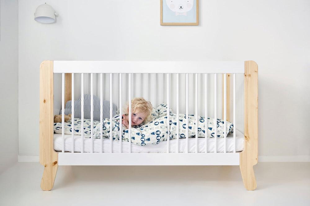 استفاده از رنگهای ملایم در تخت نوزاد