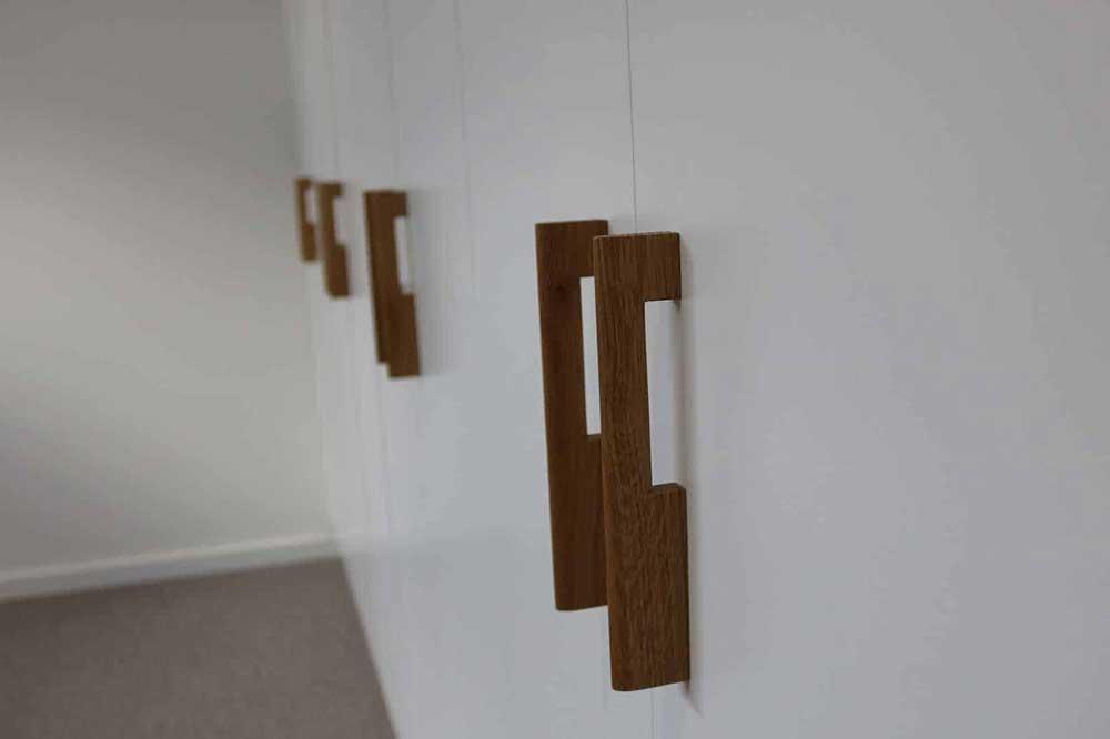 دستگیره کمد دیواری چوبی