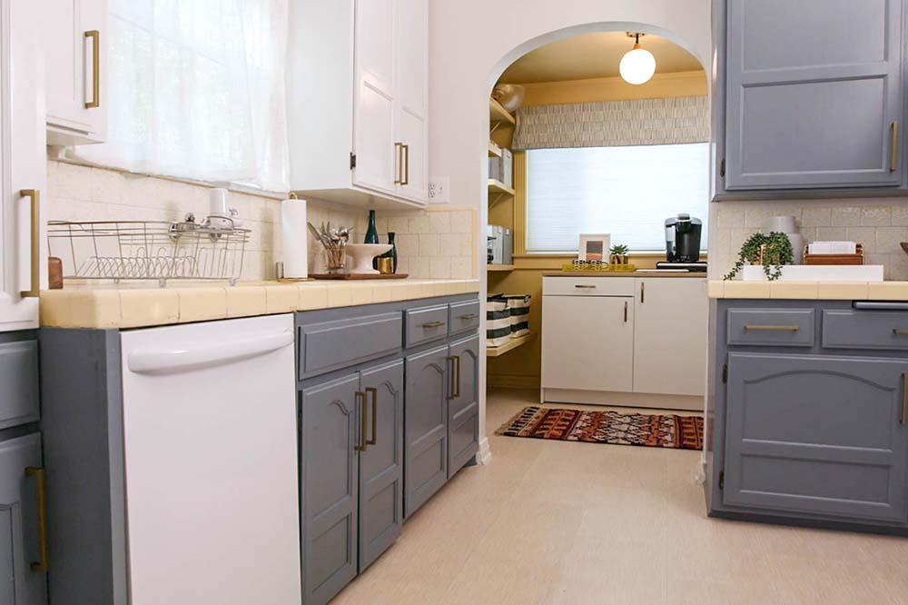 آشپزخانه دو رنگ