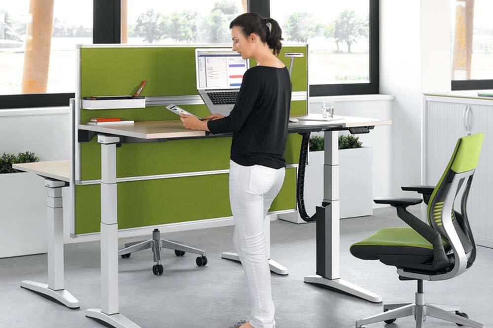 میز قابل تنظیم اداری