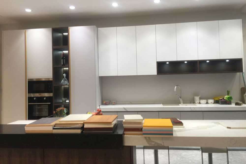 مزایای کابینت آشپزخانه هایگلاس سفید