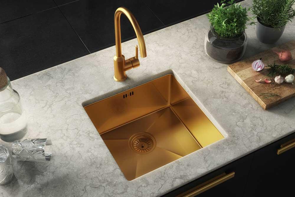 سینک طلایی در آشپزخانه جدید