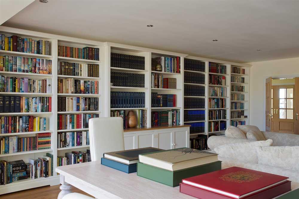 کتابخانه دیواری