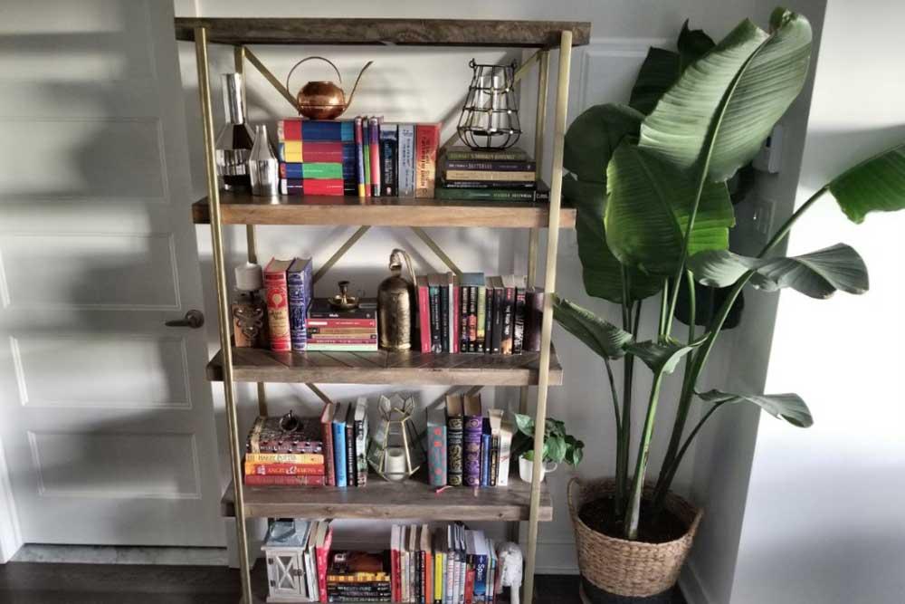 کتابخانه چوبی کلاسیک به همراه فلز
