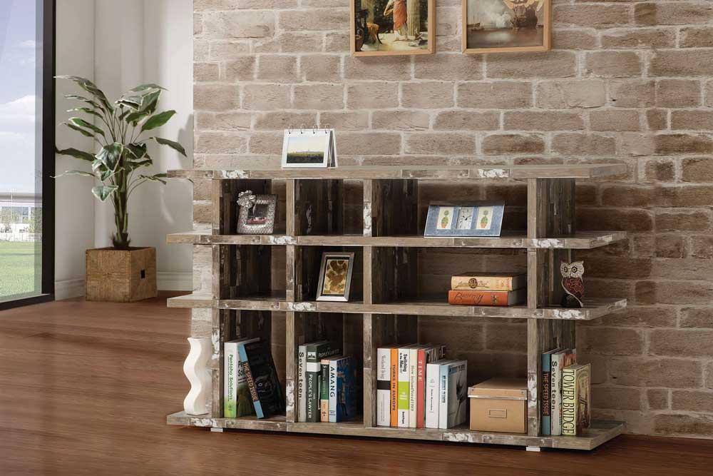 کتابخانه چوبی کلاسیک کوچک اما جذاب