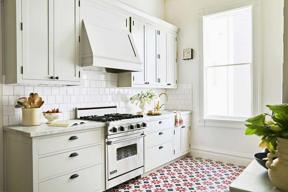 طراحی کابینت آشپزخانه کوچک : رنگ روشن
